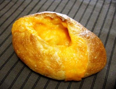『吟遊詩人』のチェダーチーズのフランスパン
