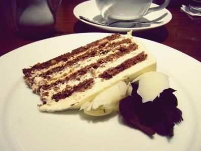 『ハーブス』のブラック&ホワイトチョコレートケーキ