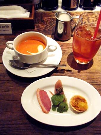 『カフェ リゴレット』のスモークサーモンとほうれん草のクリームソース