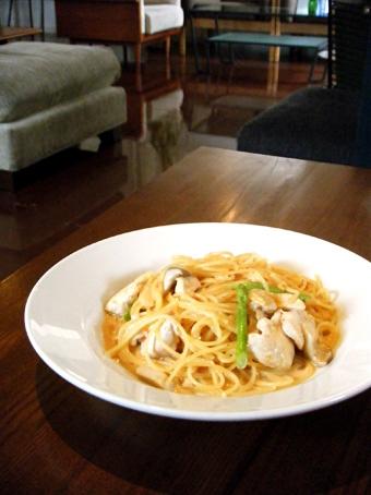 『ogawa cafe(オガワカフェ)』の鶏胸肉のトマトクリームのスパゲティ
