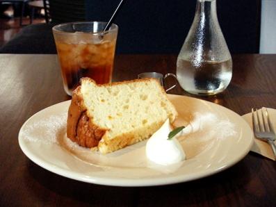 『ogawa cafe(オガワカフェ)』のオレンジのシフォンケーキ