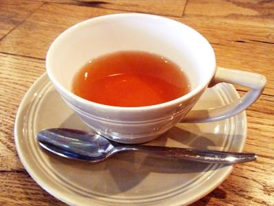 『クニタチ・ティー・ハウス』の桃のデザート