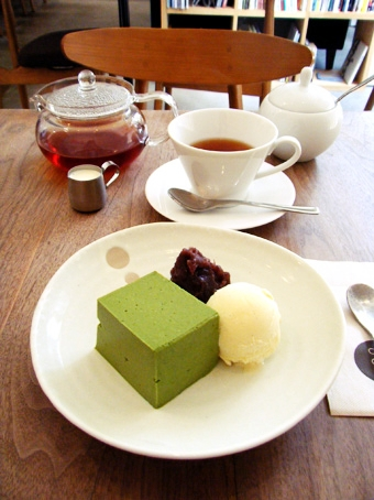 『Cafe Cross Point(カフェ クロスポイント)』の抹茶のババロア