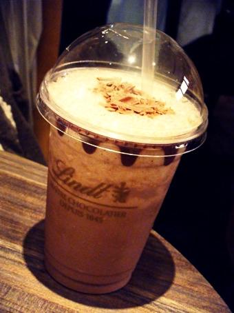 『リンツショコラカフェ』のアイスチョコレートドリンク