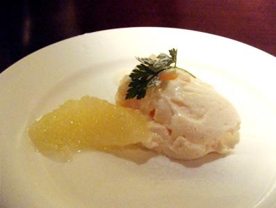『エノテカ キャンティーナ』の小海老とフレッシュトマトのバジルソース