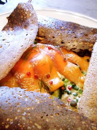 『MOTHERS CAFE DE GALETTE(マザーズ カフェ ド ガレット)』のスモークサーモンのガレット