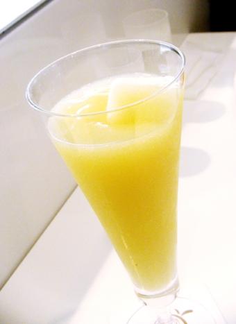 『高野フルーツパーラー』の洋ナシのジュース
