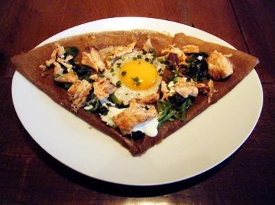 『ブレッツカフェ クレープリー』のサーモンとほうれん草のガレット