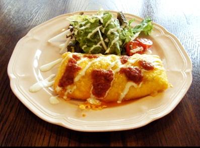 『アフタヌーンティー・ティールーム』のスパイシーチキンとチェダーチーズの包み焼きグラタン