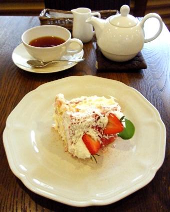 『アフタヌーンティー・ティールーム』のベリーノエルショートケーキ