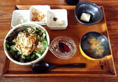 『江ノ島小屋』のホロホロ丼