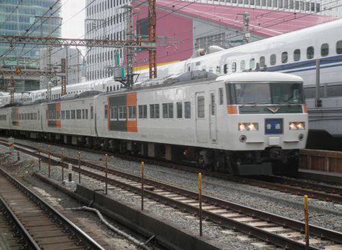 185系普通列車521M(東京→伊東)