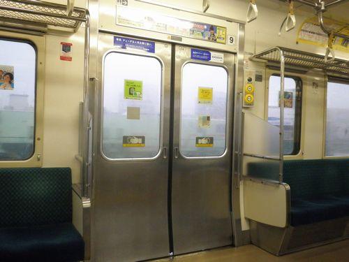 高タカ211系・客室内側扉周り(2012年7月7日)