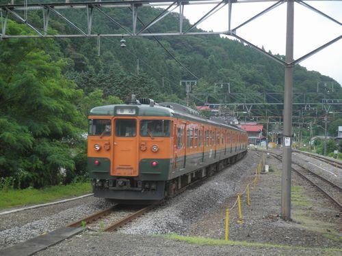 高タカ115系・上越線岩本駅発車(2012年7月7日)