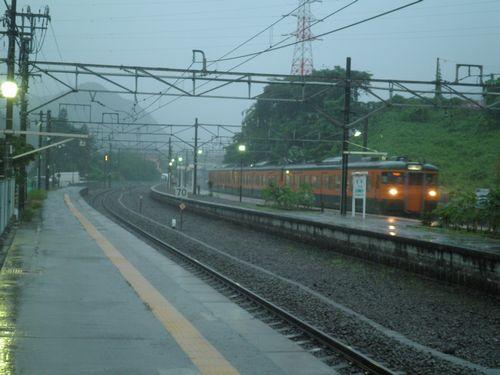 上越線岩本駅・大雨の黄昏(2012年7月7日)