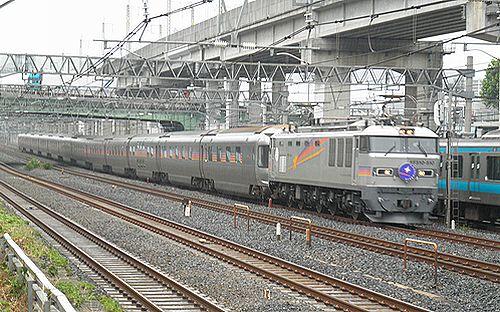 特急「カシオペア」(EF510-510牽引・2012年8月6日・東十条)1