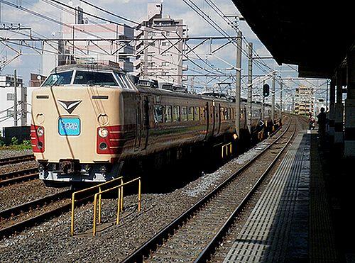 宮オオ183系OM103編成「リバイバル183系さざなみ」(2012年8月25日・平井)1