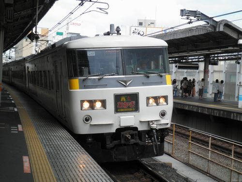宮オオ185系OM04編成「あかぎ6号」(2012年9月1日・赤羽駅)
