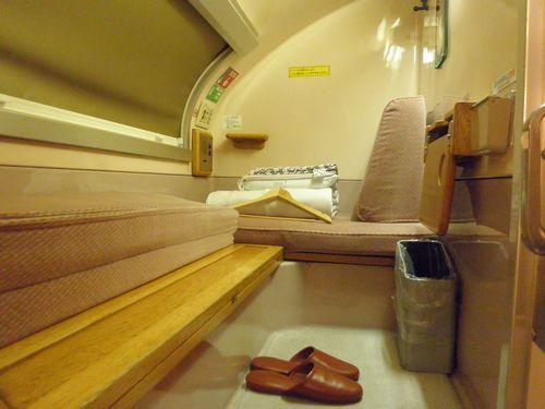 特急「あけぼの」B寝台個室「ソロ」(オハネ24形550番代)室内(2011年6月1日)