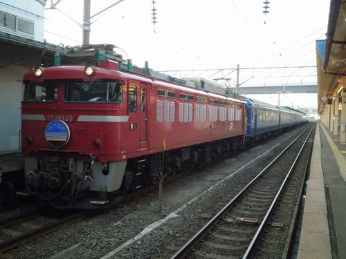 EF81 139[青]牽引の特急「あけぼの」(2011年6月1日・青森駅)