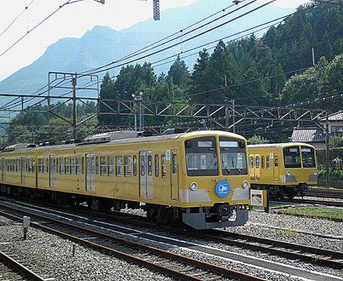 西武鉄道1303F(手前)と285F(奥)(2012年9月30日・横瀬)