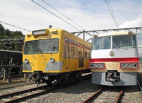 西武鉄道クハ1224(左)とクハ5503(右)(2012年9月30日・横瀬車両基地)