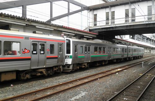 仙セン719系磐越西線仕様編成と東北本線仕様編成の併結(郡山駅・2012年10月6日)