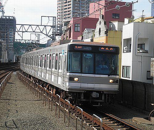 東京メトロ日比谷線03系25編成・5ドア車(東急東横線新丸子駅・2012年10月12日)