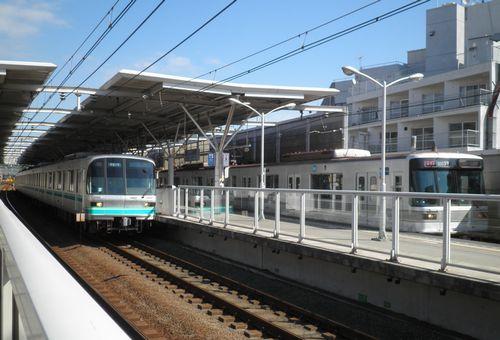東京メトロ南北線9000系(左)と日比谷線03系(右)(東急新丸子駅・2012年10月12日)