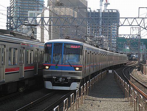 都営地下鉄6300形(東急目黒線新丸子駅・2012年10月12日)