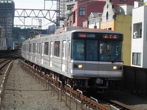 東京メトロ日比谷線03系38編成(東急東横線新丸子駅・2012年10月12日)