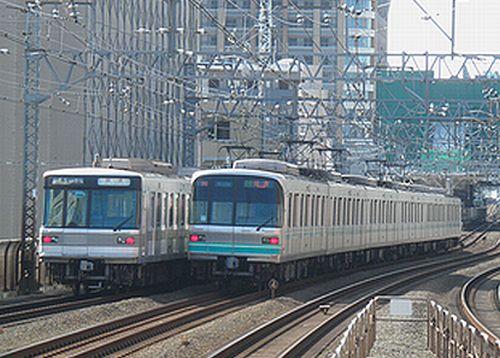 東京メトロ日比谷線03系(左)と南北線9000系(右)(東急新丸子駅・2012年10月12日)