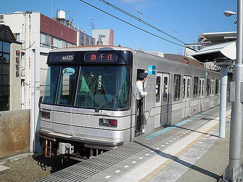 東京メトロ日比谷線03系25編成・5ドア車(東急東横線新丸子駅・2012年10月12日)2