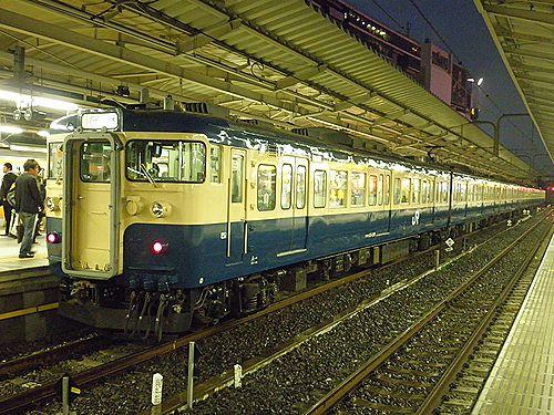 八トタ115系M40編成「立川ひまわり号」(2012年10月28日・新宿)