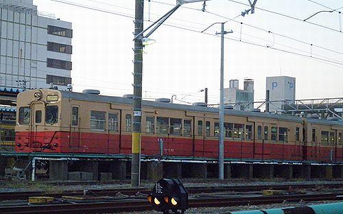 キハ30 62+ キハ30 100(千マリ)(木更津駅・2012年12月1日)