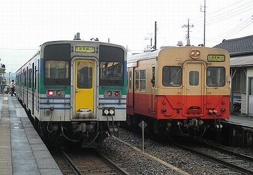 久留里線旧型車両最終日・キハ38とキハ30の交換(横田駅・2012年12月1日)