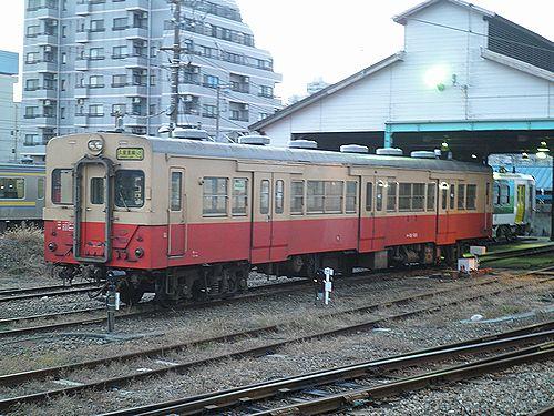 キハ30 100(千マリ)(2012年12月8日・木更津駅)