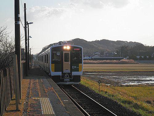 久留里線キハE130形(2012年12月8日・東清川駅)
