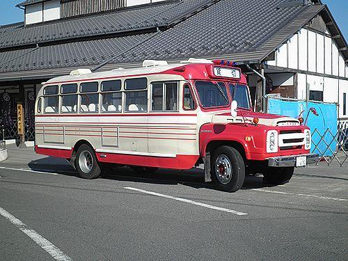 日産ディーゼル・ボンネットバス(2012年12月8日・いすみ鉄道大多喜駅前)