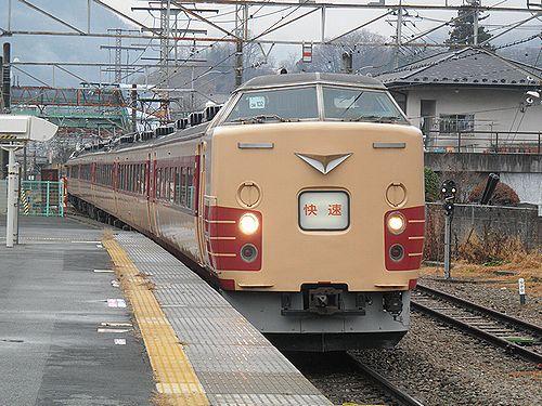 中央本線臨時快速9892M(宮オオ183系OM102編成・2012年12月29日・大月駅)