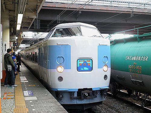 八トタ183系M50編成「ホリデー快速河口湖1号」(2012年12月29日・八王子駅)