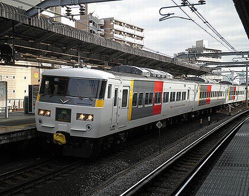 宮オオ185系OM01編成「水上91号」(2012年12月31日・赤羽駅)1