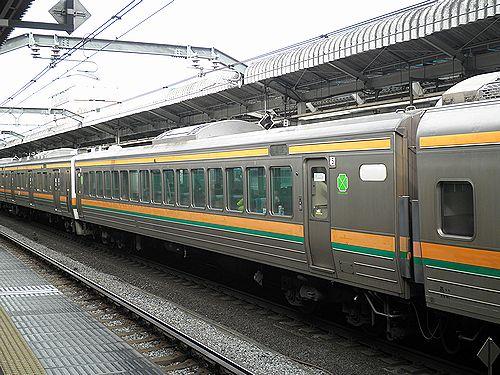 サロ211-1006(高タカC8編成)(2012年12月31日・赤羽駅)