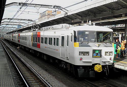 宮オオ185系OM01編成「水上91号」(2012年12月31日・赤羽駅)2