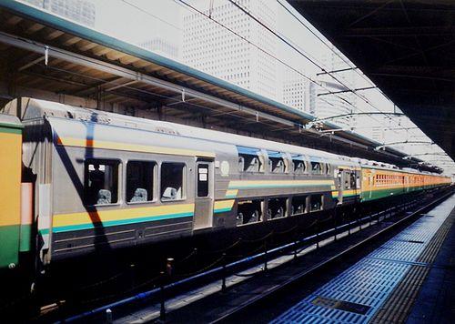 サロ124-21(横コツ)(2006年3月8日・東京駅)