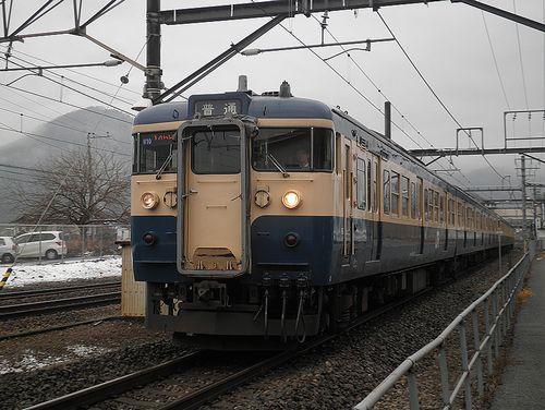 八トタ115系M10編成(2012年12月29日・鳥沢駅)