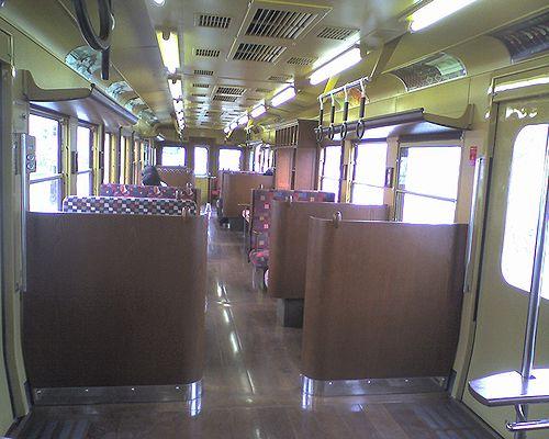 富士急行1200形・1205「富士登山電車・赤富士」車内(2010年8月29日)