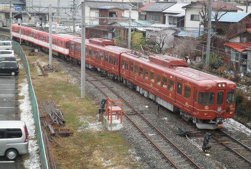 富士急行1200形・1205編成+1201編成(2012年12月29日・大月駅)
