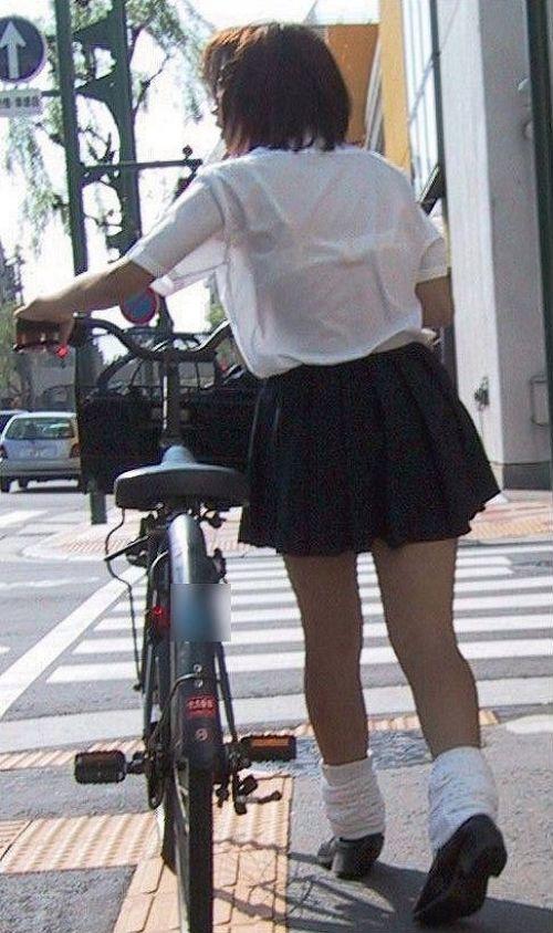 あり】 JKがミニスカで自転車 ...