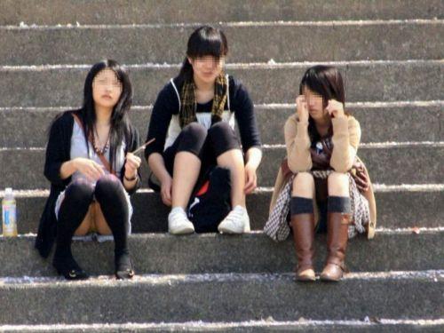 【三次・画像あり】 床に座ったJKのスカートの中が気になるわ~^^ 27枚 part.3 No.1